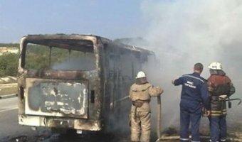 Под Ростовом на трассе М-4 сгорел автобус, перевозивший спортсменов