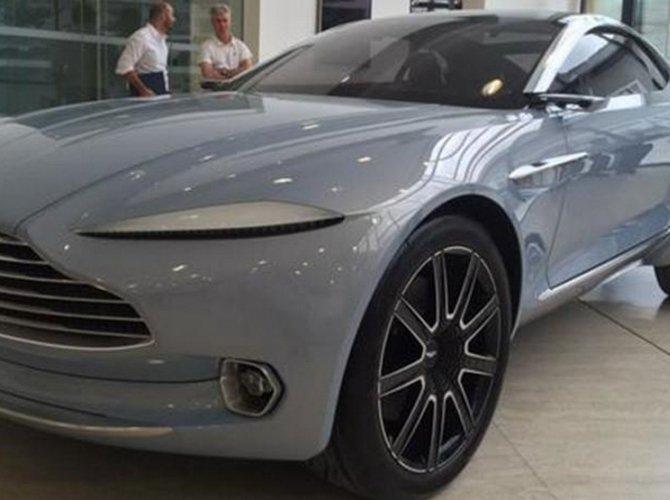 Aston Martin DBX 2.jpg