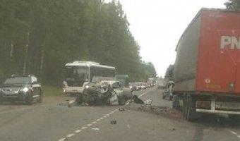 Смертельное ДТП на Киевском шоссе – столкнулись фура и ВАЗ
