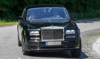 Шпионские фото с тестирования кроссовера Rolls-Royce Cullinan