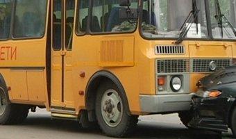 Под Благовещенском иномарка столкнулась с автобусом, везущим школьников на ЕГЭ