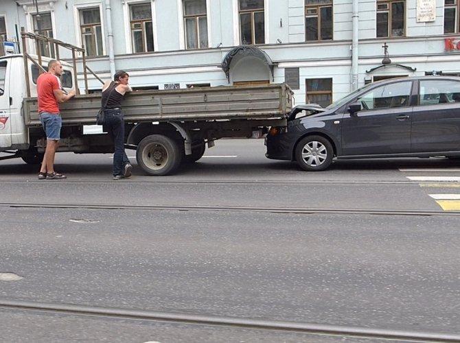 ДТП с эвакуатором на Литейном проспекте