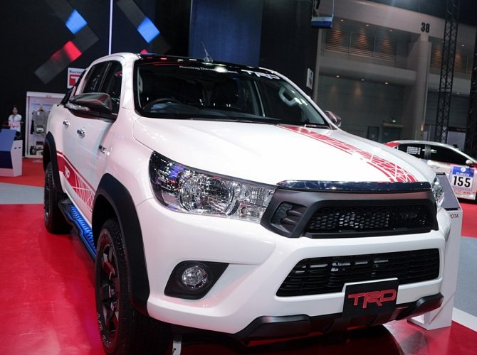 Toyota Hilux Revo TRD Sport Offroad 2.JPG
