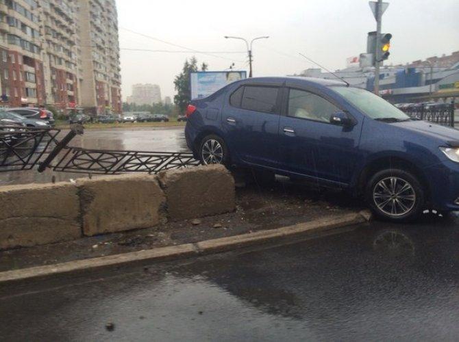 В Петербурге автомобиль влетел в подземный переход 4.jpg