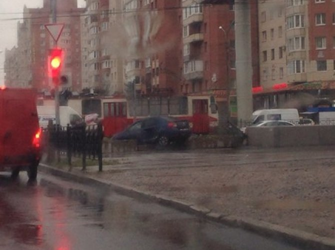 В Петербурге автомобиль влетел в подземный переход 2.jpg
