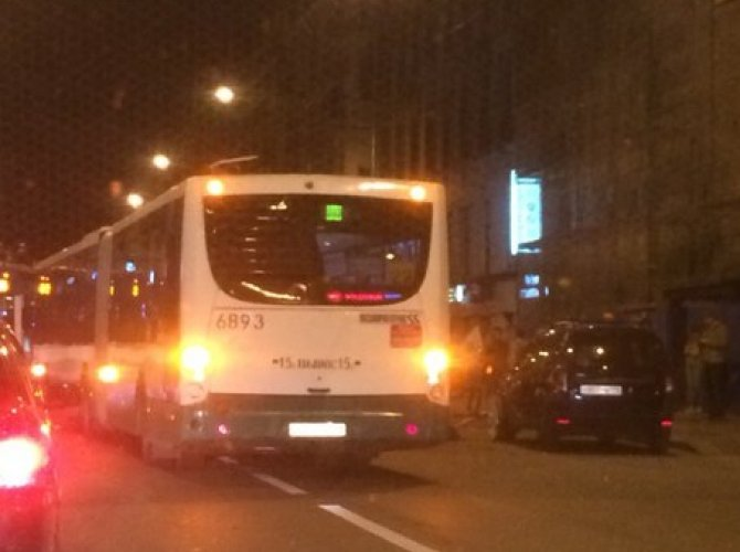 В Санкт-Петербурге автобус врезался в карету 2.jpg