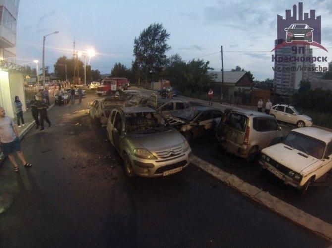 В Красноярске на парковке сгорели 7 автомобилей 4,jpg