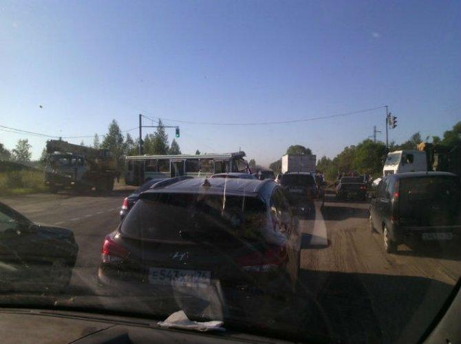 дтп под ярославлем грузовик и автобус 4.jpg