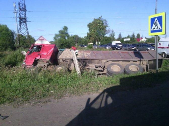 дтп под ярославлем грузовик и автобус 3.jpg