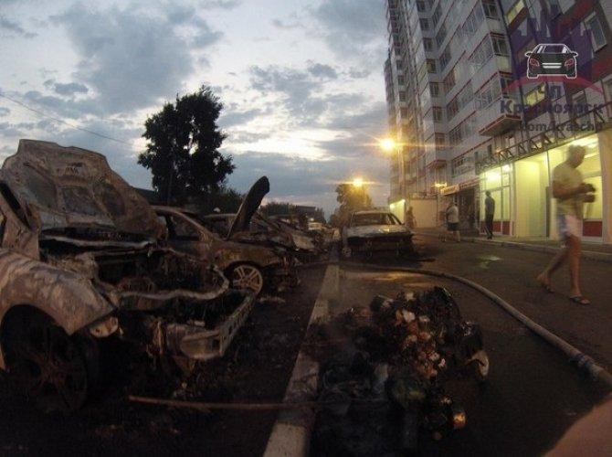 В Красноярске на парковке сгорели 7 автомобилей 5,jpg