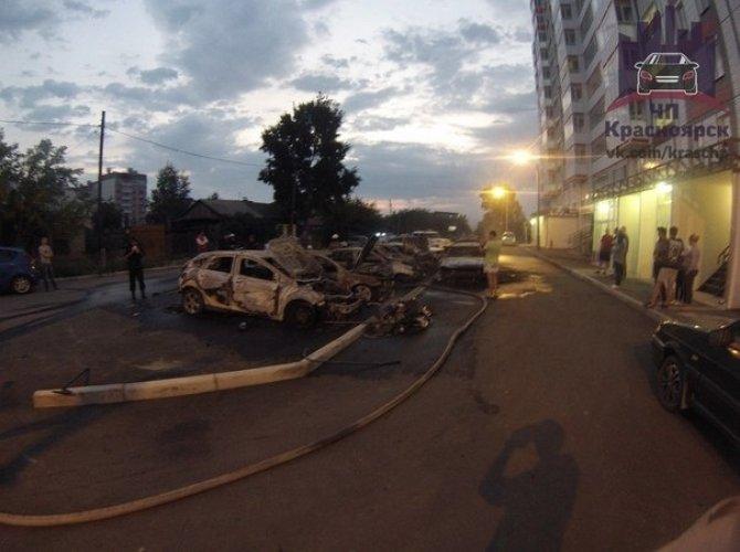 В Красноярске на парковке сгорели 7 автомобилей 1,jpg