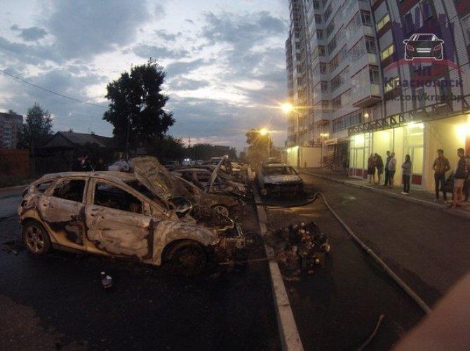 В Красноярске на парковке сгорели 7 автомобилей 3,jpg