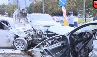 Видеозапись аварии из шести машин в Москве
