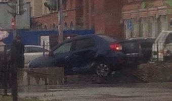 В Петербурге автомобиль влетел в подземный переход