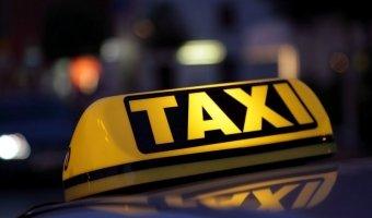 В Калининском районе таксиста зажало в машине