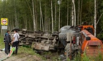 Бензовоз сбил рабочих в ХМАО