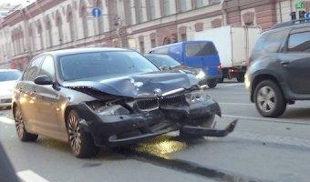 BMW 5 Series попал в ДТП на Литейном проспекте
