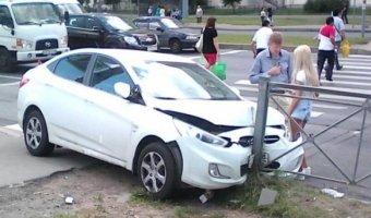 В Санкт-Петербурге на Коломяжском проспекте сбили троих пешеходов