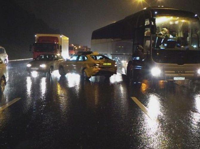 На МКАД столкнулись пять легковых машин и автобус.jpg