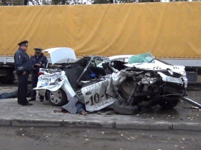 В ДТП с такси в Новосибирске погибли три человека 4.jpg