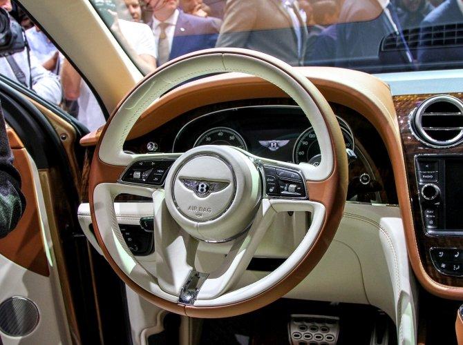 Bentley Bentayga 7.jpg