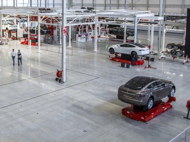 Илон Маск открыл первый в Европе завод Tesla 5.jpg