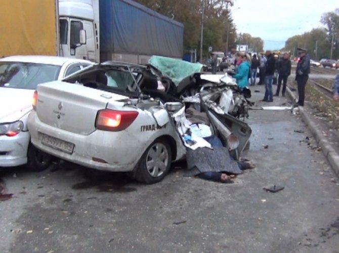 В ДТП с такси в Новосибирске погибли три человека 2.jpg