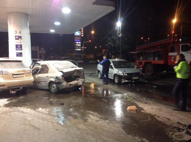 В Белгороде пьяная 19-летняя девушка на Lexus врезалась в АЗС, уходя от погони 5.jpg