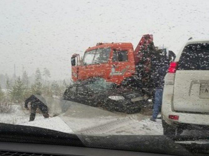 В ДТП с КамАЗом в ХМАО погибли пятеро, включая ребенка.jpg