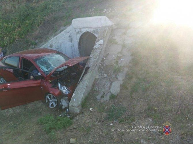 В ДТП в Иловлинском районе о бетонный отлив разбилась семья 3.jpg