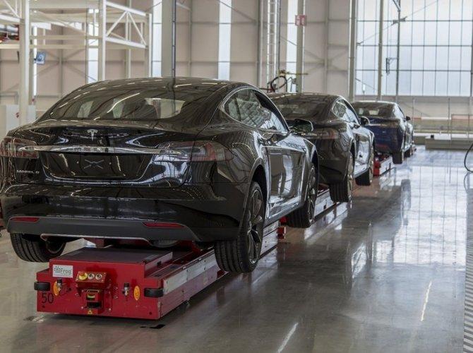 Илон Маск открыл первый в Европе завод Tesla 4.jpg