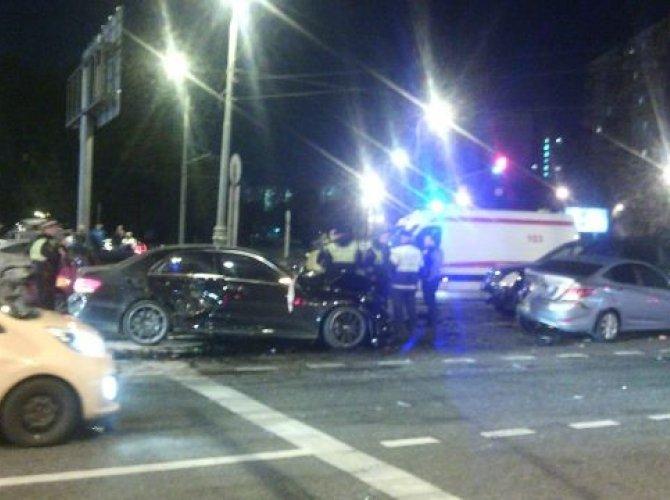 В ДТП с пятью машинами на юге Москвы погиб человек.jpeg