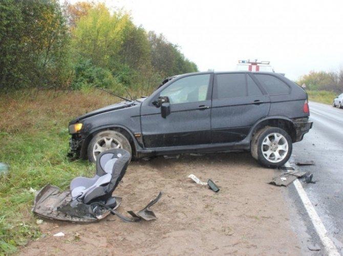 Под Псковом в лобовом столкновении погибли два человека4.jpg