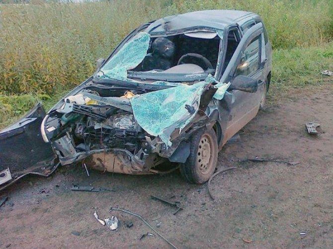 В Кирове в ДТП погибли три человека в Lada Kalina, еще четверо пострадали 2.jpg