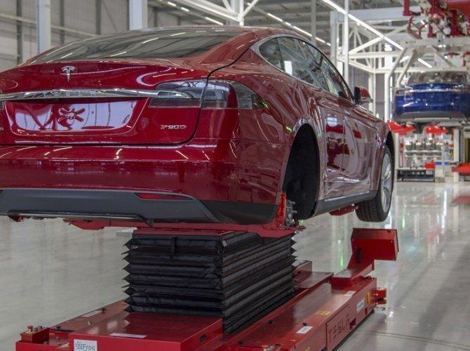 Илон Маск открыл первый в Европе завод Tesla 6.jpg