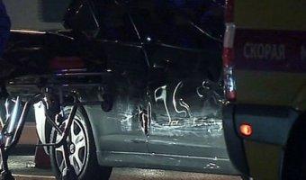 Пьяный водитель протаранил остановку после ДТП в Москве: восемь пострадавших