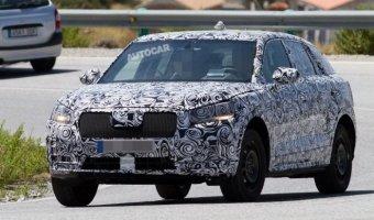 Компактный кроссовер Audi Q1 снова замечен на тестах