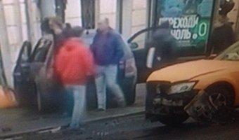 В Петербурге на Гороховой машина врезалась в здание