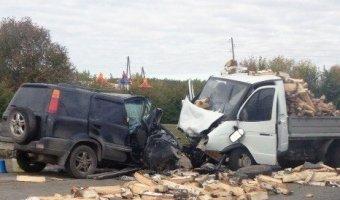 В Тюмени уснувший водитель устроил лобовое столкновение