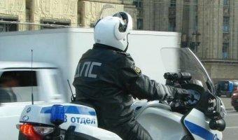 Водитель Infiniti сбил полицейского на мотоцикле в Москве