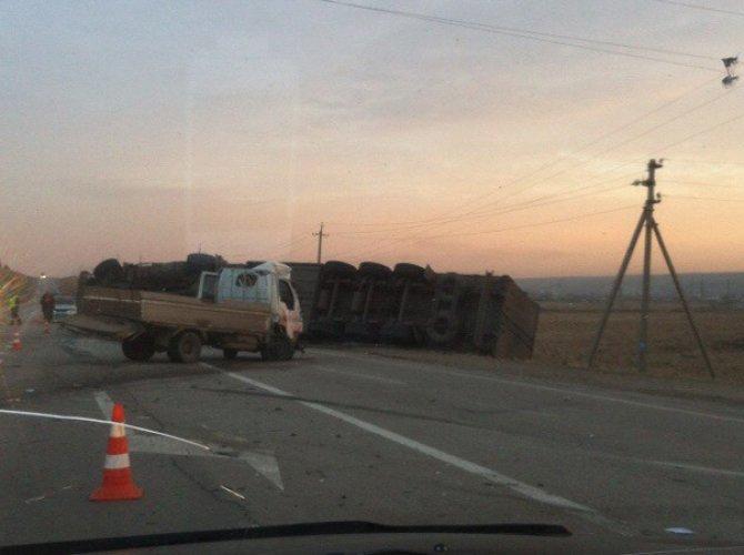 В ДТП с грузовиками под Иркутском погибли два человека.jpg