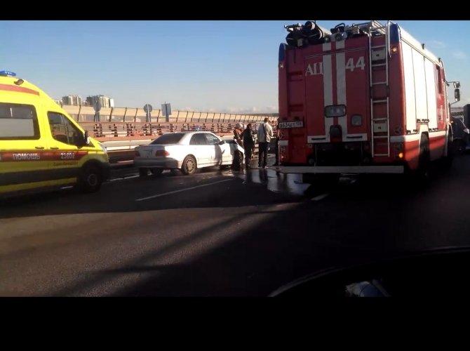 В массовом ДТП в Петербурге пострадали четверо 2.jpg
