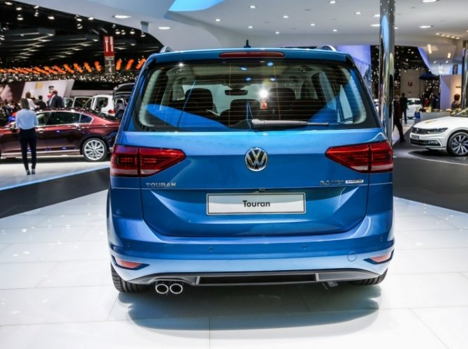 2015 Volkswagen Touran 2.jpg