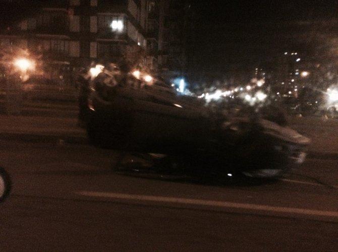 На улице Хошимина в Петербурге перевернулся Nissan Qashqai с ребенком внутри 4.jpg