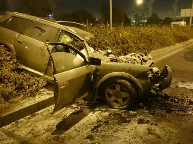 На Портовой улице грузовик «вскрыл» Audi – погиб человек 1.jpg