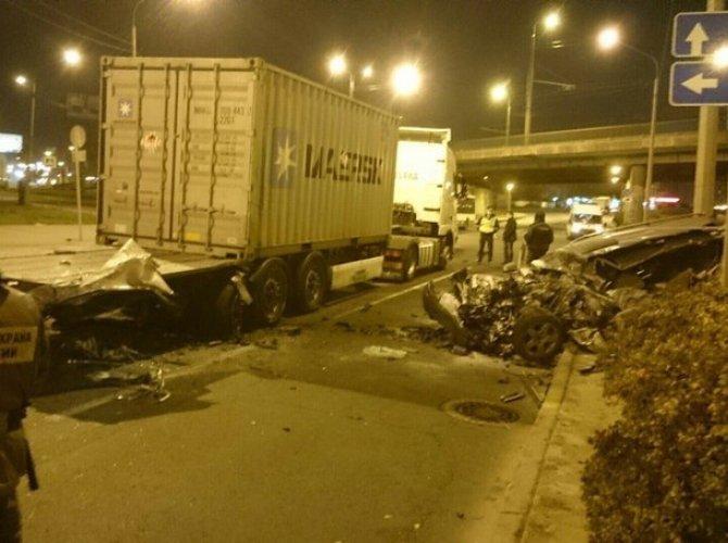На Портовой улице грузовик «вскрыл» Audi – погиб человек 5.jpg