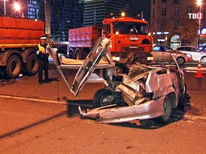 Виновника в аварии на Кутузовском проспекте арестовали на два месяца.jpg