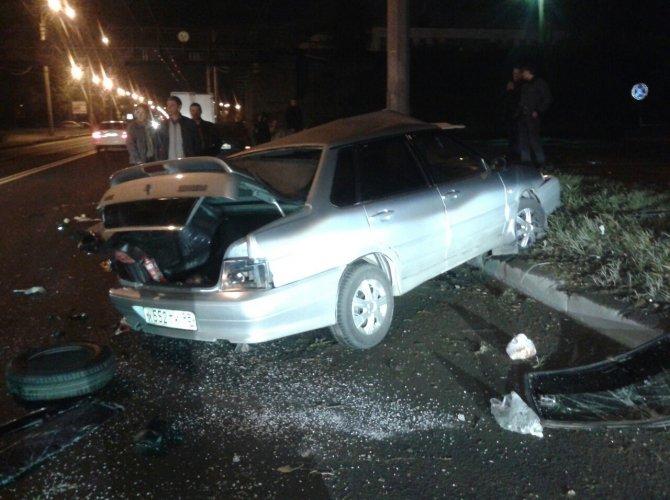 На шоссе революции разбился пьяный мигрант 4.jpg