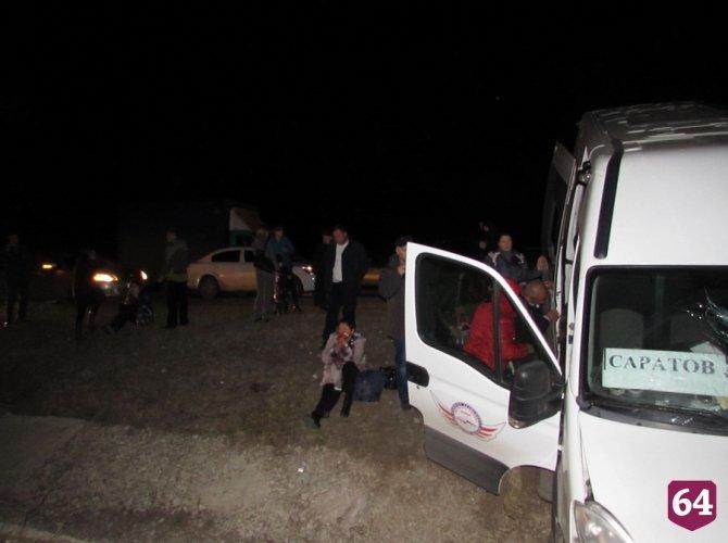 Под Саратовом в ДТП с микроавтобусом пострадали семь человек 5.JPG