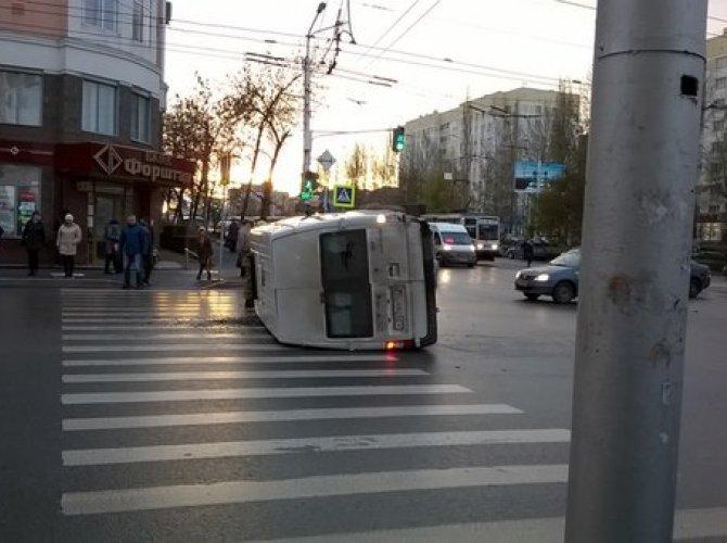 В Уфе перевернулся автобус с детьми2.jpg